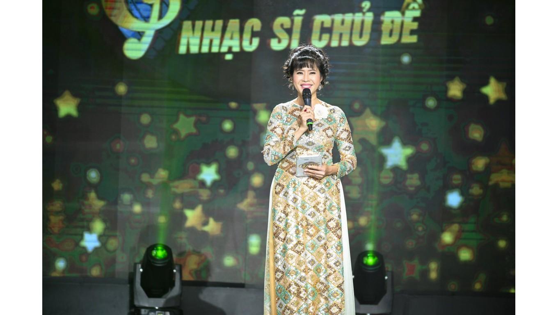 Quỳnh Hoa từng bị bạn mắng vì bỏ dở sự nghiệp để đi làm MC